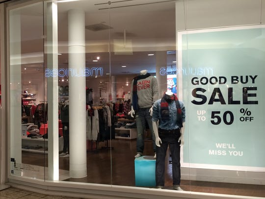 Gap will close its large Fox River Mall store in three
