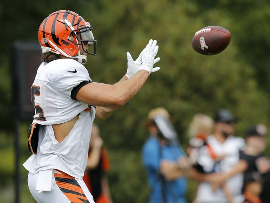 Cincinnati Bengals tight end Tyler Eifert catches a