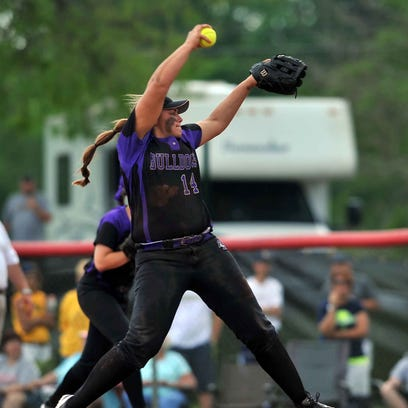 Bloom-Carroll's Taran Alvelo pitches during Saturday's