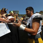 Hawkeyes' defense: AJ Epenesa bulldozes his way into Iowa football's plans at Kids Day