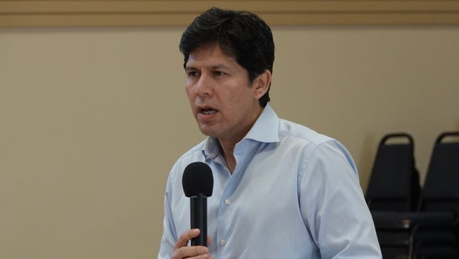 State Sen. Kevin de León, D-Los Angeles and Senate leader, visited Oxnard on Saturday to campaign for his U.S. Senate run.