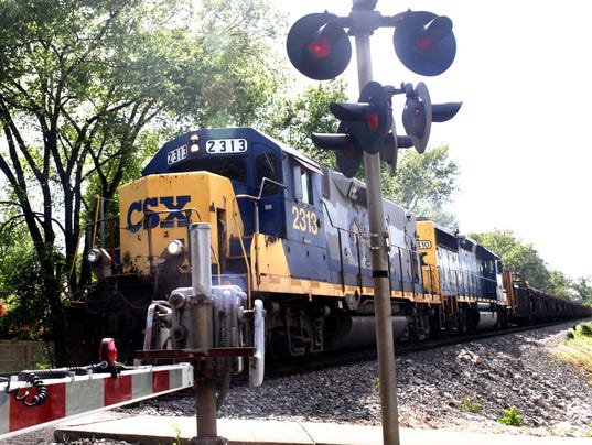 081517CSX-Train-at-Washbur-1-1-QRBPRH1N.jpg