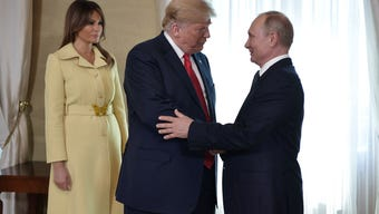 Pockets of protest - and welcome - cropped up across Helsinki on Monday morning, as US President Donald Trump and Russian President Vladimir Putin prepared to meet in the Finnish capital. (July 16)