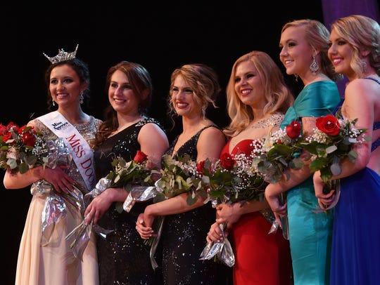 Contestants for the 2016 Miss Door County Scholarship