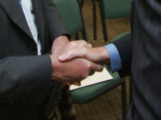 #stockphoto-636124342414539157-handshake.JPG