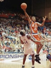 UTEP's Ralph Davis drives to the basket during second