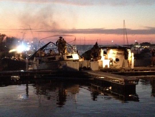 -DCA 0827 boat fire 3.jpg_20140825.jpg