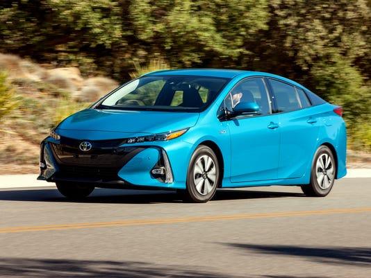 636260460733099739-2017-Toyota-Prius-Prime-hatchback-.jpg