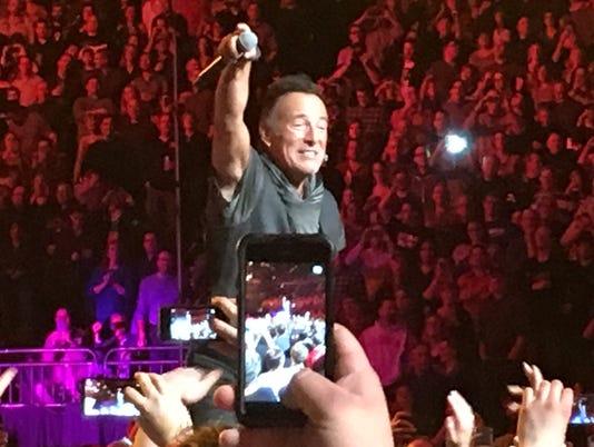 635924351433542369-Springsteen.doc.JPG