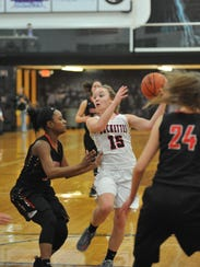 Taylor Ratliff dishes out a pass in the lane.