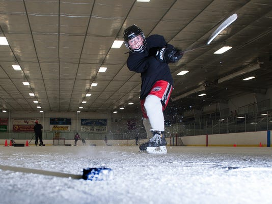 VIN 0612 Hockey front