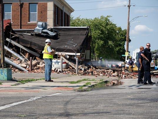 636411693042354316-collapsed-buidling.jpg