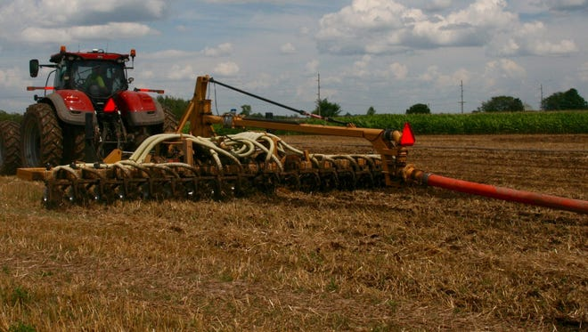 A similar low-disturbance injection system is used in this dragline manure application.