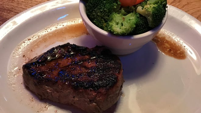 The 8-oz. sirloin with steamed veggies made for a fine weekend lunch at Texas Roadhouse.