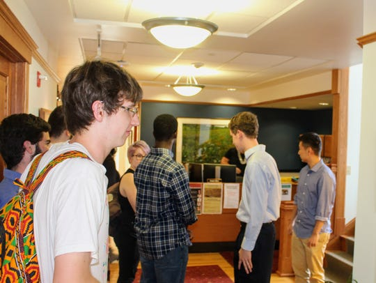 Students deliver a letter to Grinnell College President