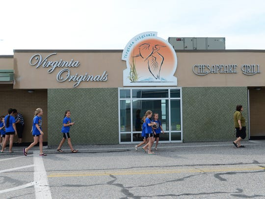 A group leaves Virginia Originals & Chesapeake Grill,