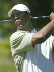 Marcus Allen watches his shot at Edgewood in 2008