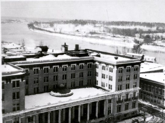 The Bentley Hotel under a cover of snow on December 22, 1929. The city received five inches total.