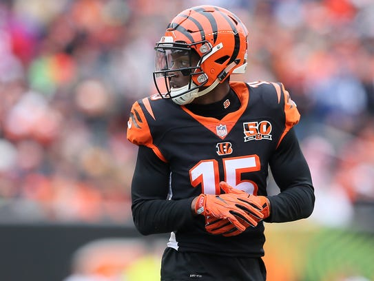 Cincinnati Bengals wide receiver John Ross (15) lines