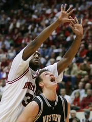 Western Michigan's Joe Reitz, right, puts up a shot against Indiana's D.J. White during the second half of a college basketball game in Bloomington, Ind., Wednesday, Dec. 20, 2006. Indiana won 77-69.  (AP Photo/Darron Cummings)