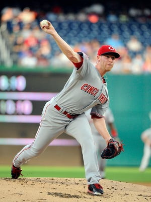 Cincinnati Reds starting pitcher Anthony DeSclafani (28) throws.