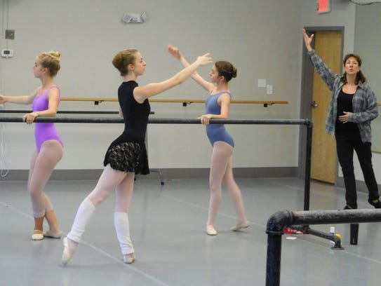 Natalia Botha leads the summer dance intensive at Pas
