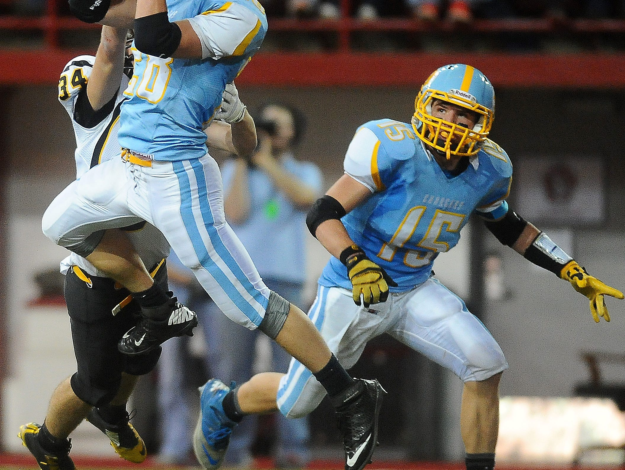 Hamlin's Ryder Grantham catches a pass in the state championship game in 2014. Hamlin won the state title last season.