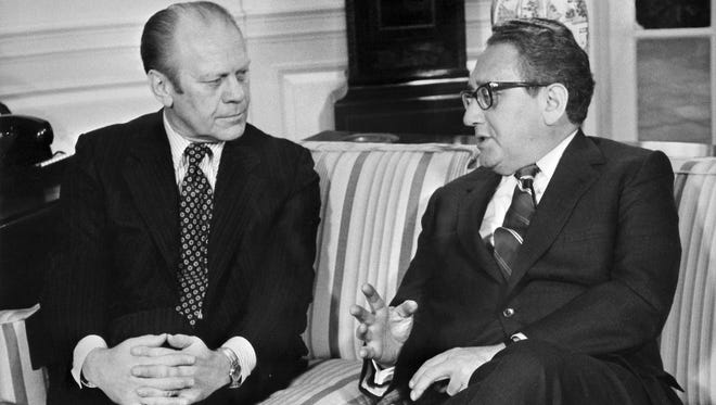 (FILES) This file photo dated 12 January 1975 shows late US Gerald R. Ford (L) meeting with former Secretary of State Henry Kissinger at the White House Oval Office in Washingotn DC. Former US president Gerald Ford, who took over the White House after the resignation of Richard Nixon following the Watergate scandal, died 26 December 2006 at the age of 93, his wife said.    AFP PHOTO/FILES  (Photo credit should read AFP/AFP/Getty Images) ORG XMIT: LDS7885