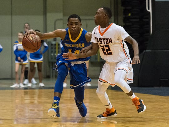 Wi-Hi's Lequan Pettit (14) moves the ball during a