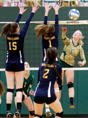 Howell's Justina Frantti drives the ball past Hartland's