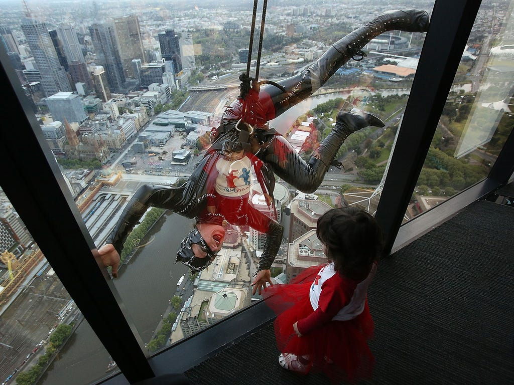 Maisy Bodinnar watches stuntwoman Rowena Davies scale the Eureka Tower on Oct. 15 in Melbourne, Australia.