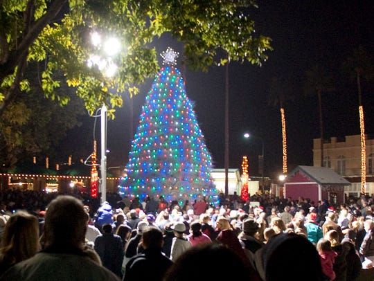 The parade of lights and lighting of the tumbleweed