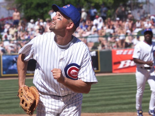 Chicago Cubs first baseman Mark Grace tracks a foul