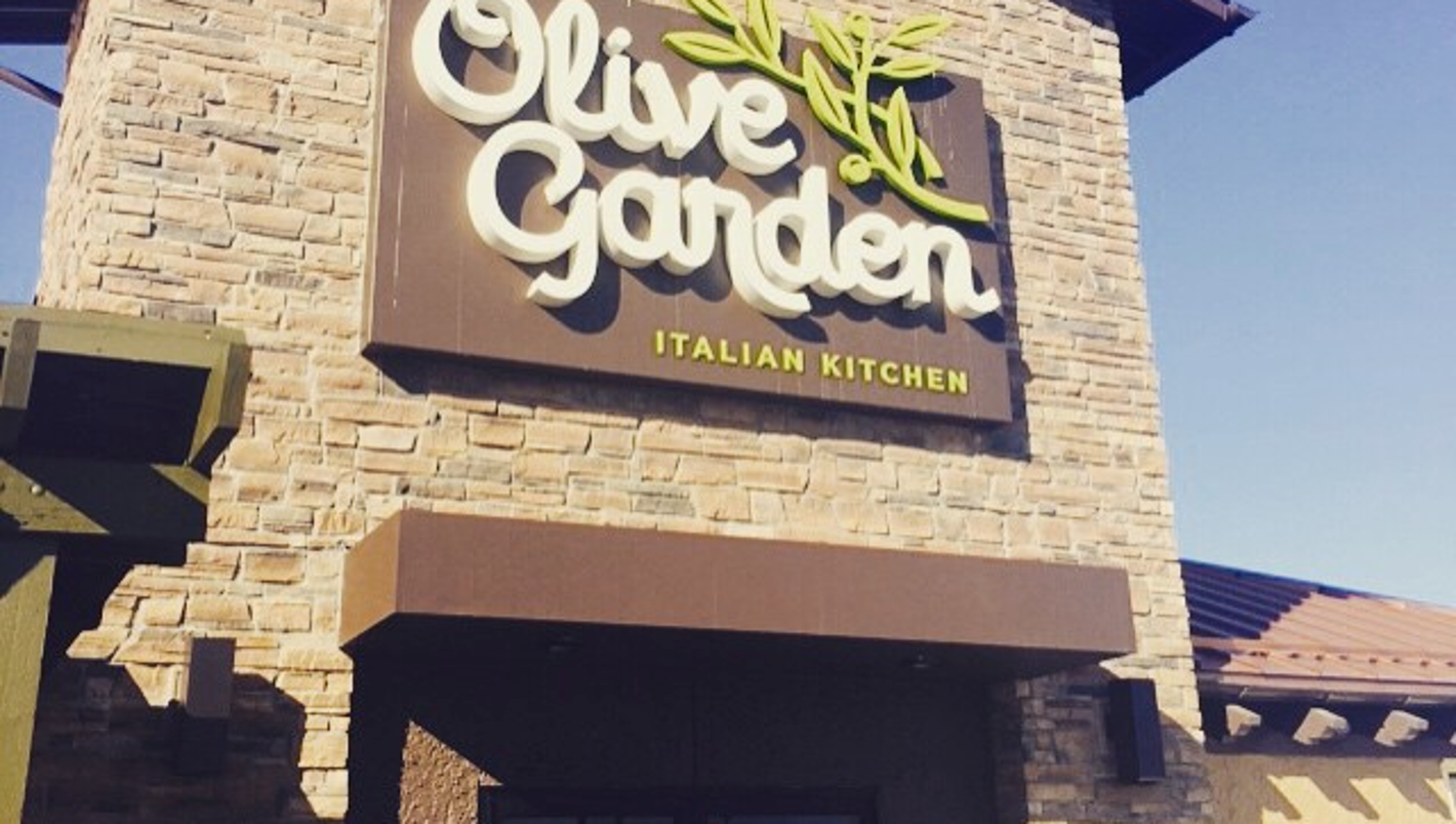 Officer Claims He Was Denied Service At Olive Garden