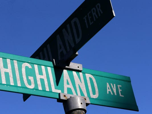 01-Highland Ave Sign