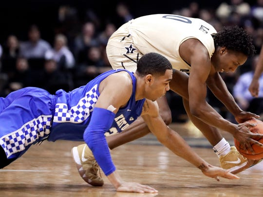 PJ Washington hustles for a loose ball in Tuesday's win over Vanderbilt.