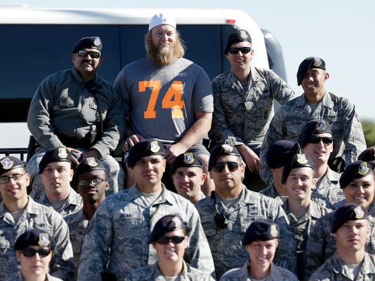 Jets_Mangold_Retires_Football_71291.jpg