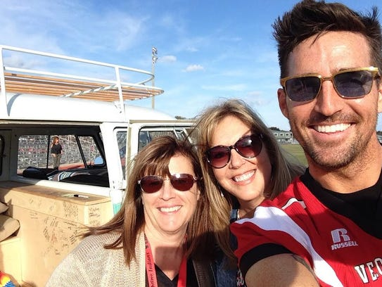 Country star Jake Owen poses for selfies at Vero Beach