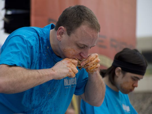 635766378894454283-Ribs-Eating-Contest