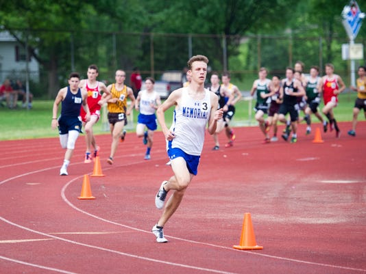 636621975725125073-boys-sectional-track-and-field1.JPG