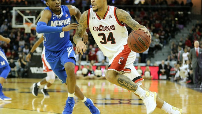 Cincinnati Bearcats guard Jarron Cumberland was named to the AAC honor roll this week, after leading UC with 15 points in an 82-48 win over Memphis.