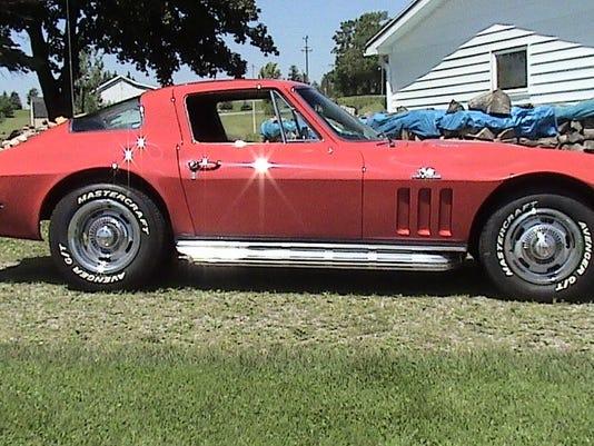 chevy_corvette_1966.JPG