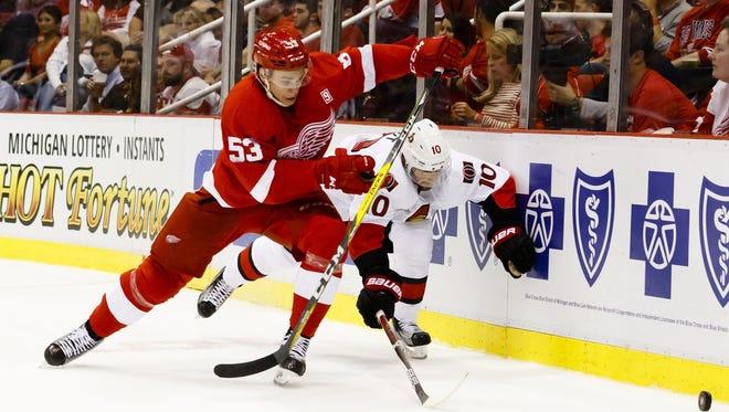 Detroit Red Wings defenseman Alexey Marchenko (53) and Ottawa Senators left wing Tom Pyatt go after the puck Oct. 17, 2016.