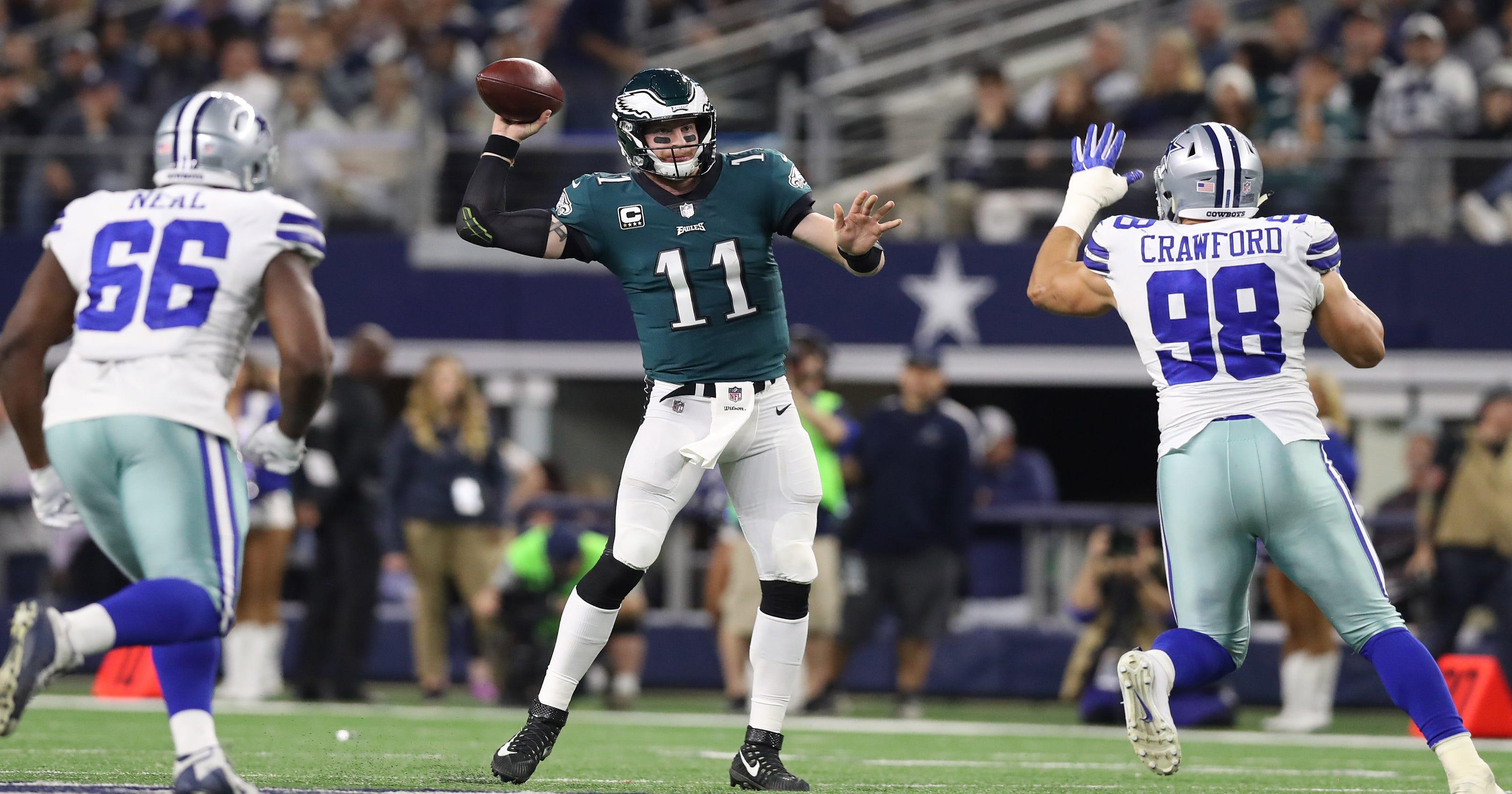 Carson Wentz helps Eagles catch fire b09de5a42
