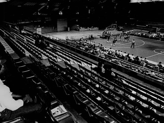 -Zenith basketball empty stadium.jpg_20151124.jpg