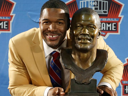 Hall of Fame inductee Michael Strahan poses with his