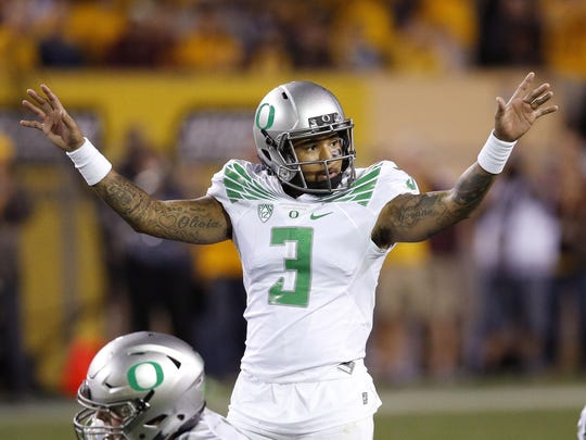 Oregon's Vernon Adams Jr. signals to his teammates during the second half of an NCAA college football game against Arizona State Thursday, Oct. 29, 2015, in Tempe, Ariz. Oregon defeated Arizona State 61-55 in triple overtime. (AP Photo/Ross D. Franklin)