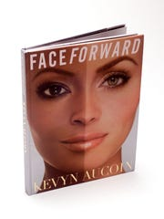 """FINISH TOUCHES FOR 9/21/2000. With story(STEVE HEALEY/STAFF PHOTO)9/18/2000   Kevyn Aucoin's new book, """"Face Forward.""""            (LIBRARY NOTE:  ADDED CAPTION INFORMATION.  RLO - PHOTO LIBRARIAN 10/03/2000.)"""