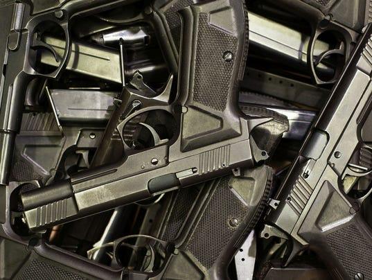 635942501410937702-guns.jpg
