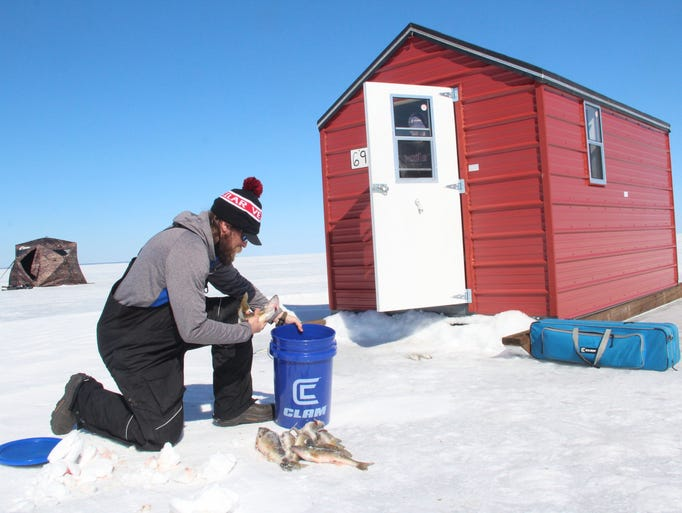 Photos ice fishing on lake of the woods for Wisconsin ice fishing resorts